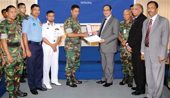 Handing over car key to National Defense College